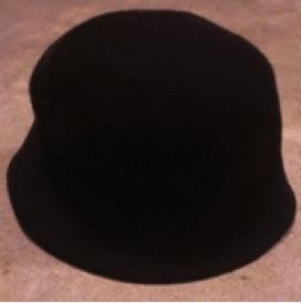 Mayim's black hat