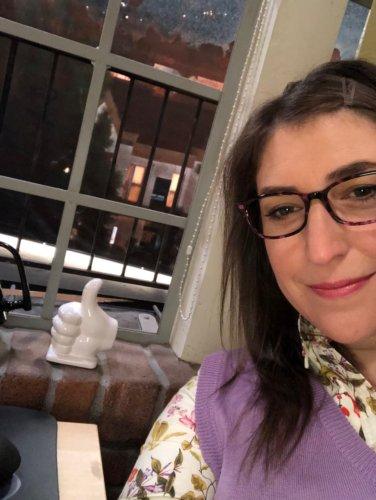 Mayim Bialik with thumbs up on big Bang Theory set for superfan